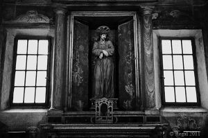 Christ and 2 windows Italy 07.jpg