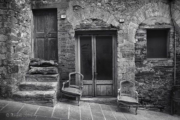 Italy 07 two chairs efp.jpg