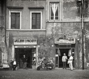 people by store fronts - rome 2.jpg